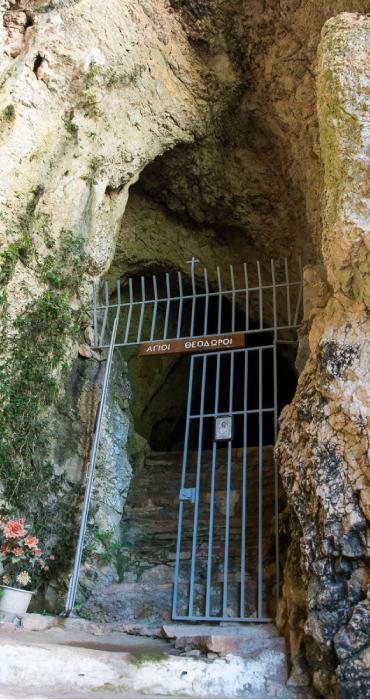 Пещера в районе Агии Теодори